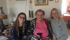 Christiana, Nikoline H og Liva - Bliv gammel ligesom Mette - Uden røg