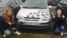 Sarah Juanna og Cecilie F - Det er cool at have en sej bil