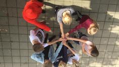 Emilie, Bertram, Erica, Mathias J, Nanni - Kræftens Bekæmpelse logo. Fordi sygdom ikke er cool.