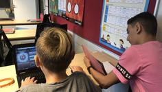 Melih, Lukas, Arian og Freya - Det er cool at lave sine lektier og passe sin skole.