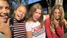 """Sara, Celina og Liv - Det er cool at være """"perfekt""""."""