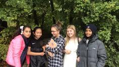 Nugga Gomaa, Ida Bruhn, Melisa Vu, Yasmina Chami og Mia Rosenberg - Det er cool at være forskellige, men stadig venner.