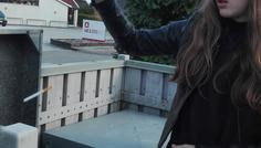 Sofia og Mette - Fordi hun smider cigaretten ud i skraldespanden