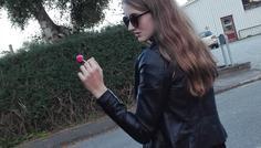 Sofia og Mette - Fordi hun står med en slikkepind i stedet for en cigaret