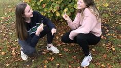 """Line, Astrid og Michelle - Vi er cool, fordi vi vælger røg fra og spiser slikkepinde i stedet. Vi synes ikke at rygning burde være en del af vores samfund, fordi det er sundhedsskadeligt. """"Drop din smøg og spis en slikkepind!"""""""