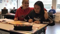 Asta og Annika - Fordi det er cool og lave lektier