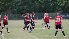 En fra vores dejlige fodboldklub - Da vi var på Kerteminde Kup og vi skulle fodbold kamp. Vi elsker at spille fodbold kamp, og være i fodbold klubben, det er altid så super hyggeligt. Hilsen Celina, Nila, Laura, Laura og Matilde