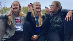 Caroline, Julie t, Sofie, Laura - fordi at man godt kan have det sjovt og have et godt fællesskab uden at ryge