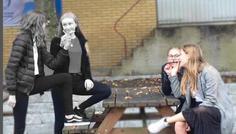 Caroline, Sofie, Laura og Julie T - at man godt kan have et fællesskab med nogen der ryger, uden at føle sig tvunget til at skal ryge.