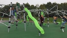 Ditte S og gruppe - Det er cool at vi har fået en ny legeplads, hvor vi alle sammen kan lege sammen.