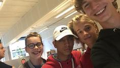 Nikolaj B og gruppe - Vi har taget det her billede fordi vi synes dem i centerafdelingen er super cool. Fordi de går igennem et liv som handicappede, med en masse udfordringer.