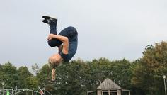 Emma A og gruppe - Det er cool at Lærke laver salto i luften