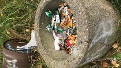 Line N og gruppe - Nogen mennesker ryger, og det selvfølgelig ikke cool! Men hvis de ryger, Så smider de det i det mindste ud. Mange kan blive skadet, og mange kan blive afhængige. Vi ville selvfølgelig ikke støtte rygning, eller lign. Men det glæder os at se, at folk ikke også ligefrem smider med det.
