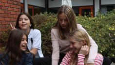 Jennica, Louise, Melike, Cecilie - De har det sjovt og er afslappede og naturlige.