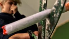 """Fotograf: Lau Løgager Sørensen(Christian Søe Andersen, Oskar Emil Tholstrup-Jørgensen, Sebastian Holst, Caroline Amalie Kristensen, Lau Løgager Sørensen og Emilie Kragh Lemor) - Han er cool fordi han siger """"nej tak"""" til at ryge ved, at klippe cigaretten over."""