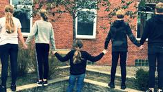 Freya, Kristina, Isabella, Nikolaj, Martin. - Det er cool at holde sammen.