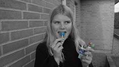 Caroline, Emilie og Maja - fordi hun spiser slikkepind istedet for at tage en smøg