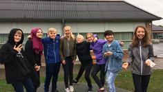 Gustav,Rahaf,Christoffer.B,Laura.S,Christoffaer.H,Laura.P,Mickey,Müzeyyen - Det er cool at være venner sammen med en fra det andet køn.