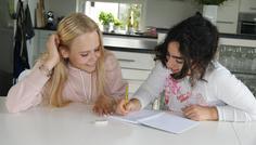 Benjamin, Letizia og Celine. - Det er cool, at hjælpe hinanden!