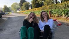 Lina, Nanna, Camilla - Det er ikke cool at stjæle en indkøbsvogn, men det er cool at sidde i den sammen